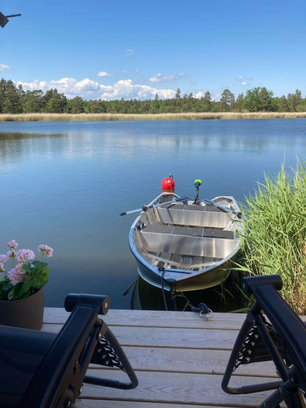 "Private Jetty. New (2020) aluminium boat ""Kimble 365 catch"" with 65 Lbs trolling motor  and oars included in the rent. Excellent fishing in the ocean bay right outside the house!"